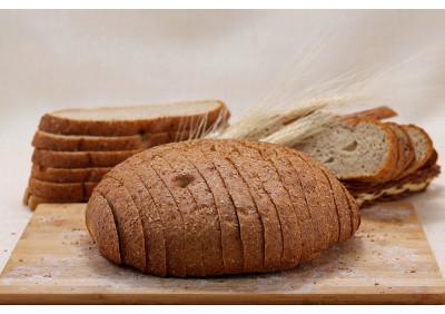 """Хлеб """"Суворовский"""" целый и в нарез."""